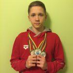 Džiugas Karklelis iš tarptautinių plaukimo varžybų grįžo su trimis medaliais